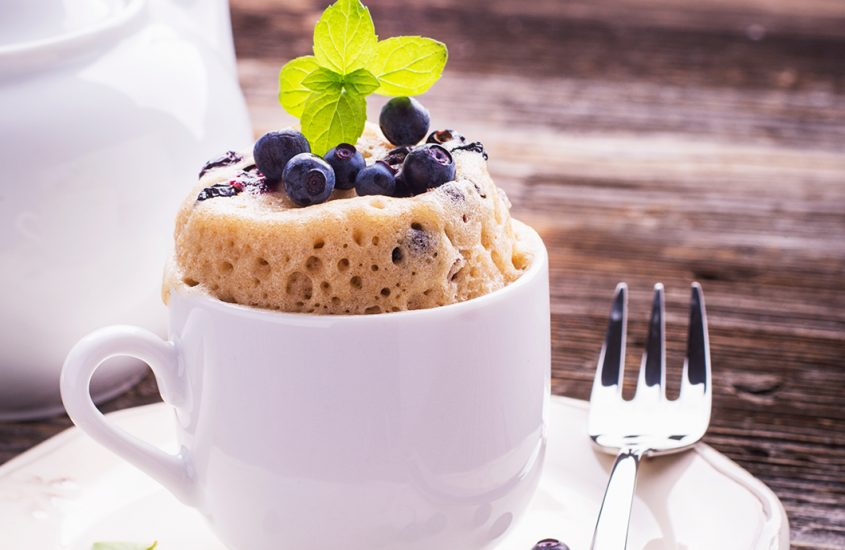 Dieting shouldn't be boring! Learn how to prepare this low-calorie mug cake